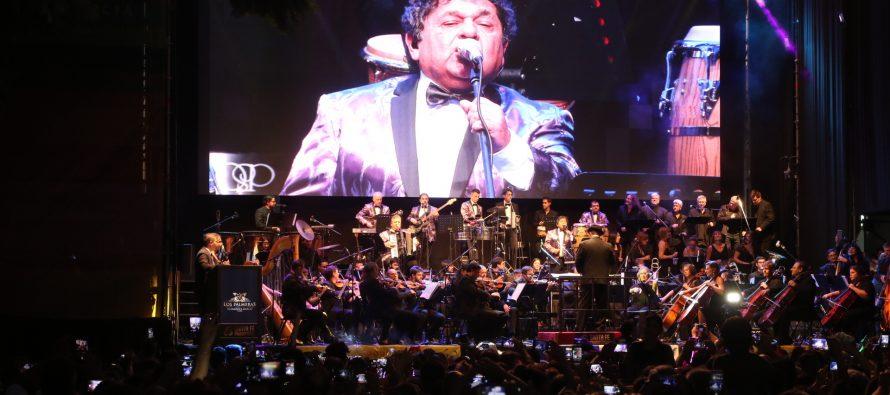 Ante más de 120 mil personas, Lifschitz acompañó al show de Los Palmeras y la Orquesta Filarmónica en el Obelisco