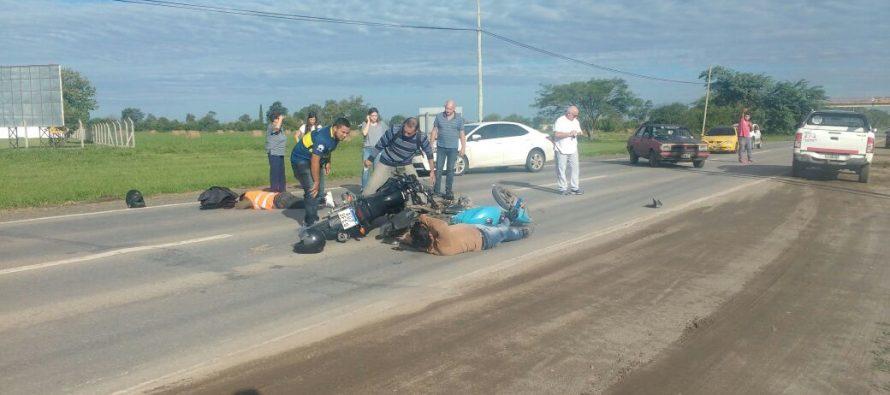 Dos heridos al colisionar dos motos en ruta Nacional Nº11
