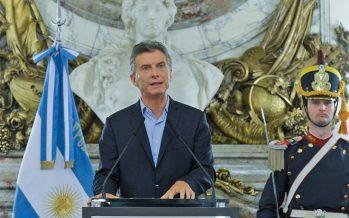 El gobierno pidió financiamiento al FMI