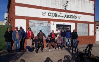 Abuelos reclaman que les cobren la cuota societaria en el Club para poder disfrutar de las actividades