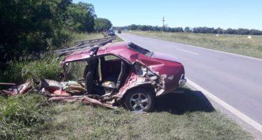 Tres heridos al chocar un camión y automóvil en Candioti